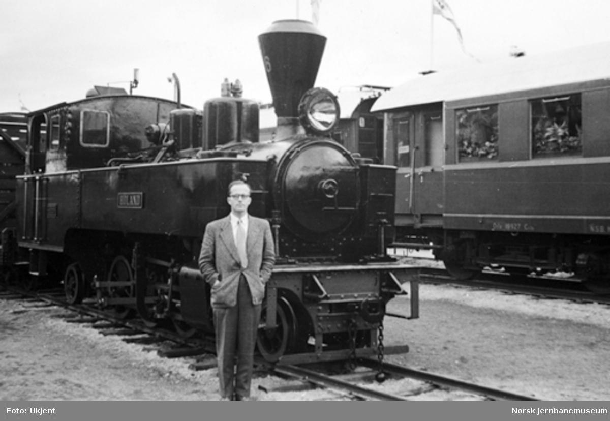 "Damplokomotiv type XXIXa nr. 6 ""Høland"" på Jubileumsutstillingen"