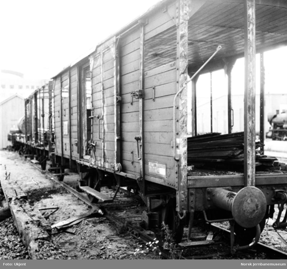 NSB Verkstedet Kvaleberg : riving av gamle godsvognkasser
