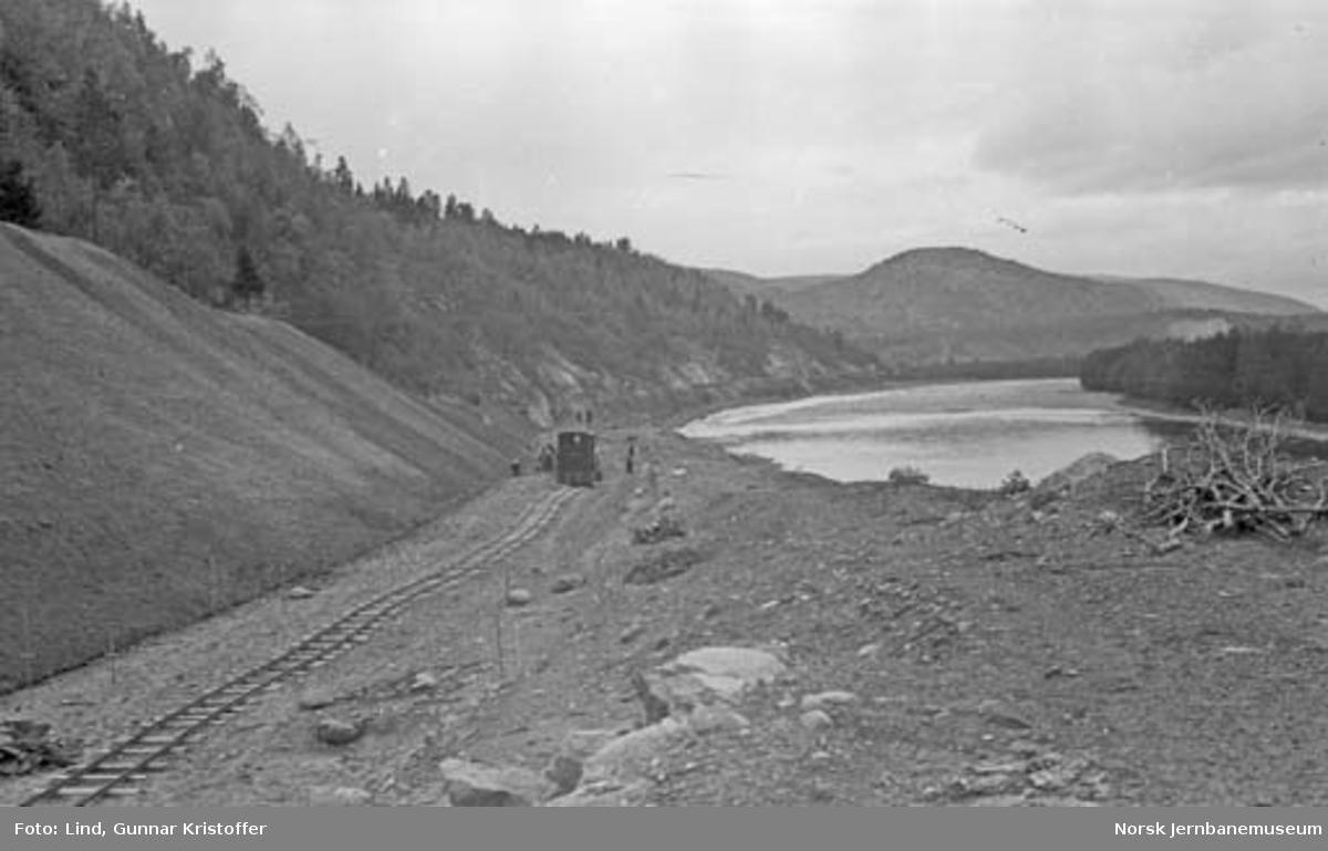 Nordlandsbaneanlegget : linjeparti med anleggslokomotiv i Måkkalia