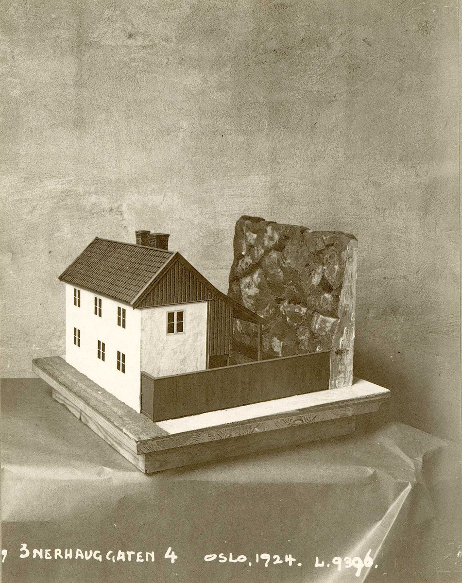 Modell av Enerhauggata 4, Oslo. 1924.
