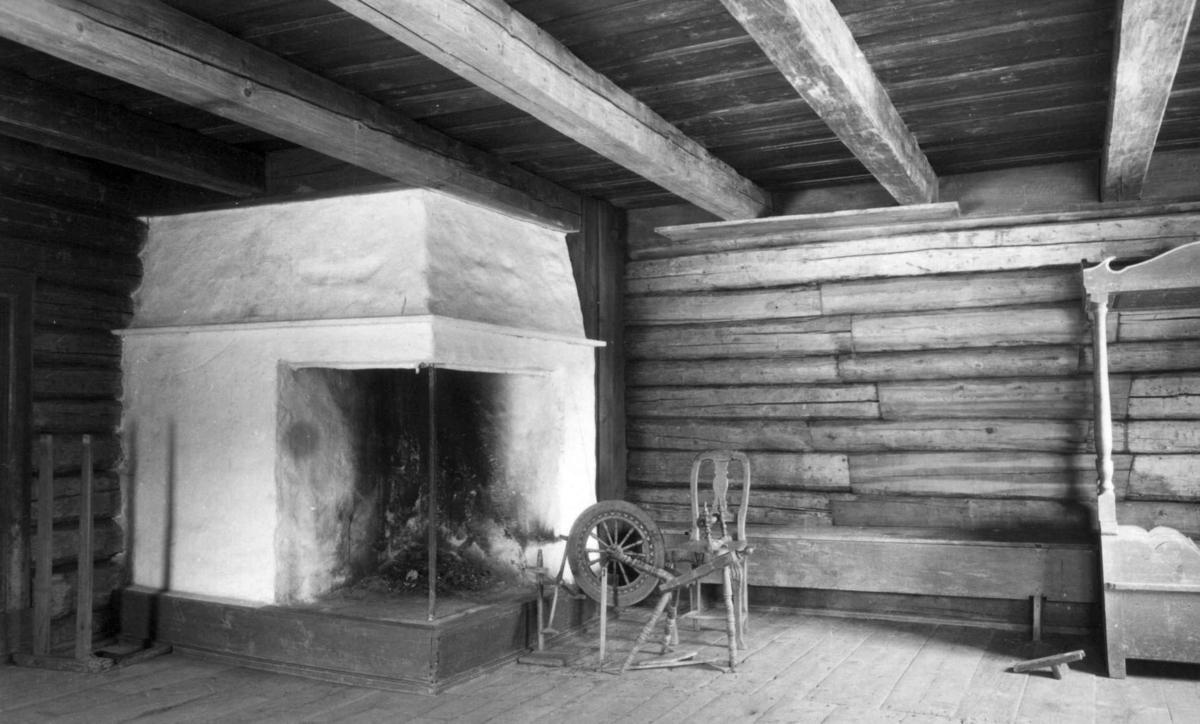 Interiør fra Smestadstua (Gjerdrum, Øvre Romerike), avbildet på Norsk Folkemuseum 1934.