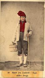 56. Mand fra Ladevik i Sogn, ældre Dragt.