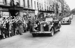 Fra Oslo under fredsdagene i 1945. Den 13.mai kommer Kronpr