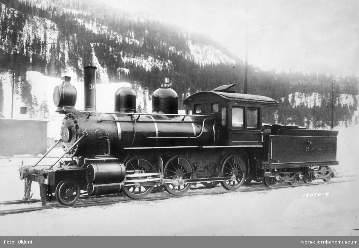 Rørosbanens damplokomotiv type XVIII nr. 36 fra Baldwin Locomotive Works, fotografert på Støren stasjon