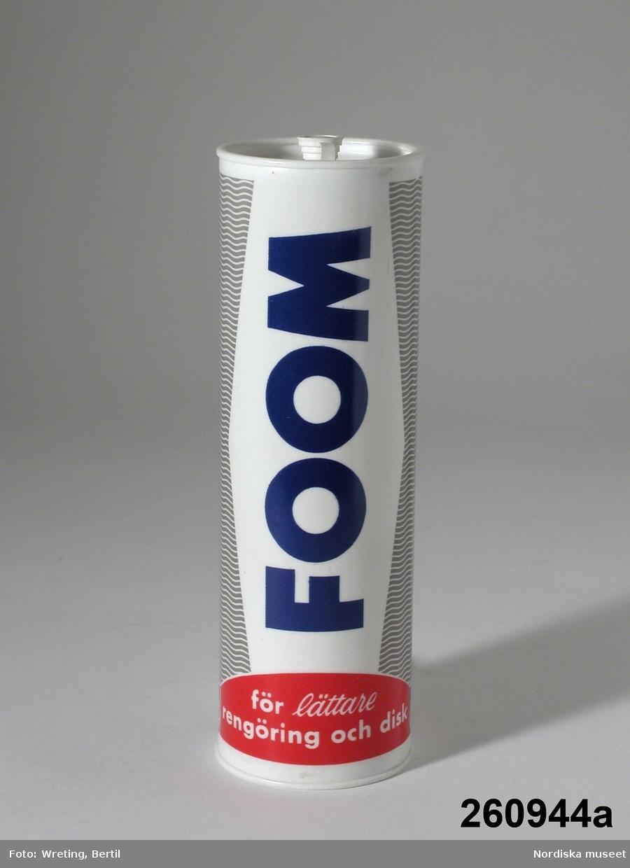 """Huvudliggaren: """"Plastflaskor, 7 st, cylindriska, vita, för flytande innehåll, som skall sprutas ut i små skvättar; två märkta 'WEXELLO', de övriga i den mån de har märkning 'FLEXELLO'. """""""