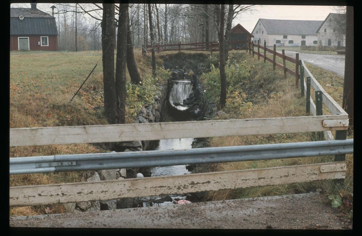 Bro i Ullfors bruk, Tierps socken, Uppland 1974