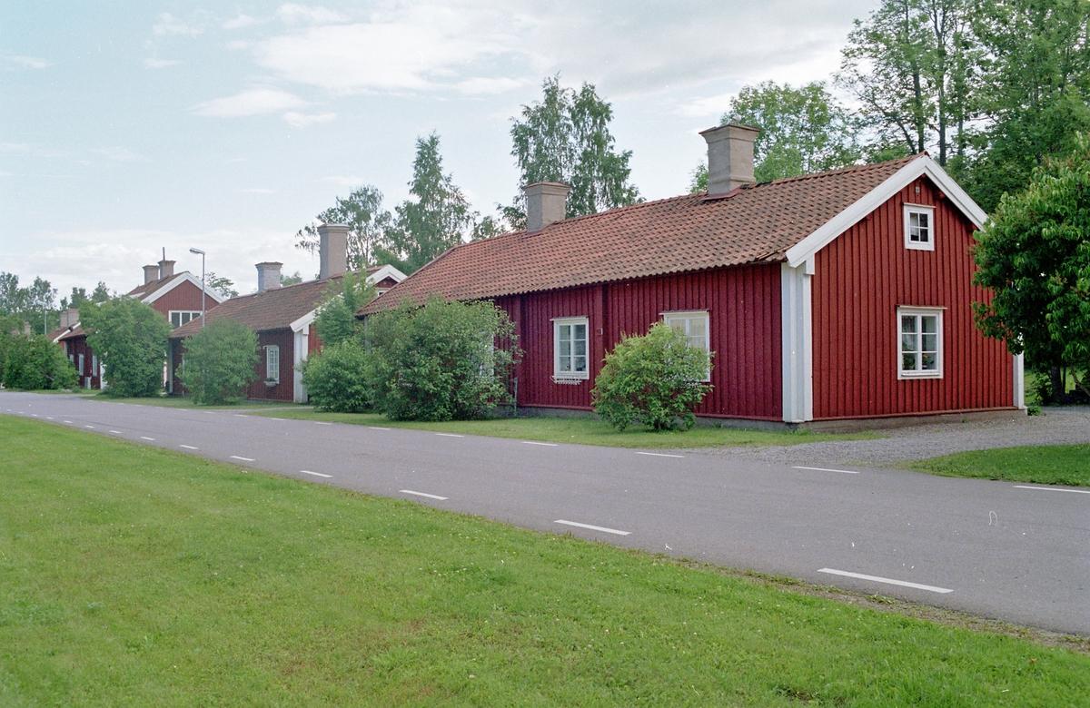 Arbetarbostäder längs bruksgatan i Harnäs, Älvkarleby socken, Uppland 2001