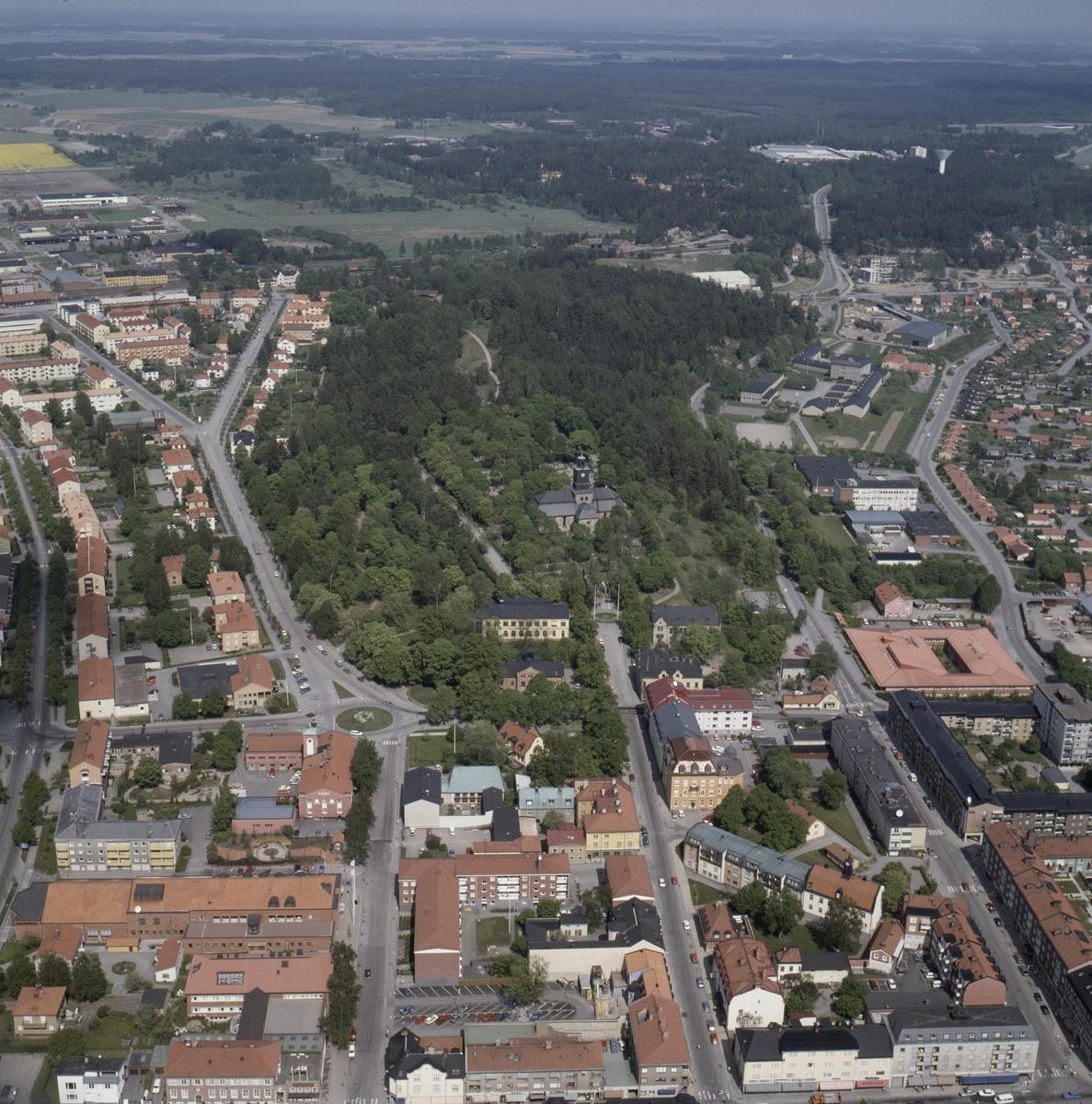 Vy över centrala Enköping, Vårfrukyrkan i bakgrunden, Uppland, juni 1989