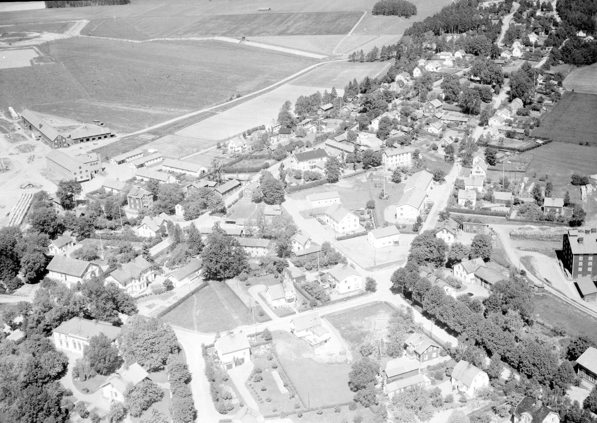 Flygfoto över Heby, Västerlövsta socken, Uppland 1959