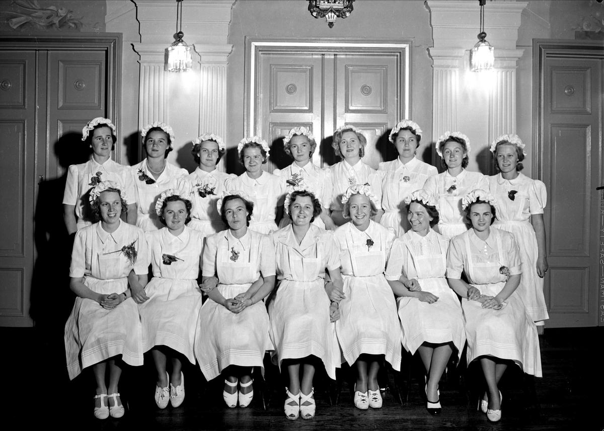 Grupporträtt - deltagare i kurs på Fackskolan för huslig ekonomi, Uppsala 1940
