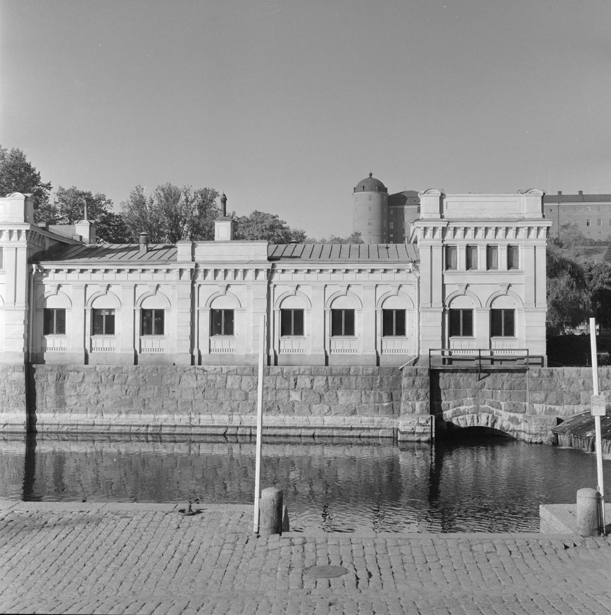 Pumphuset vid Islandsbron med Uppsala slott i bakgrunden, stadsdelen Fjärdingen, Uppsala