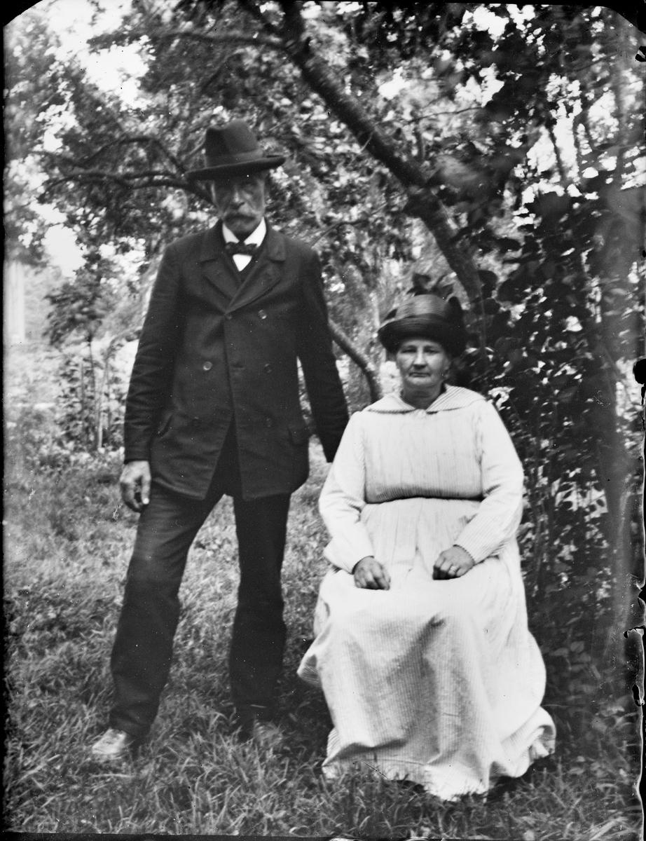 Edvard och Carolina Hedlund, Uppland