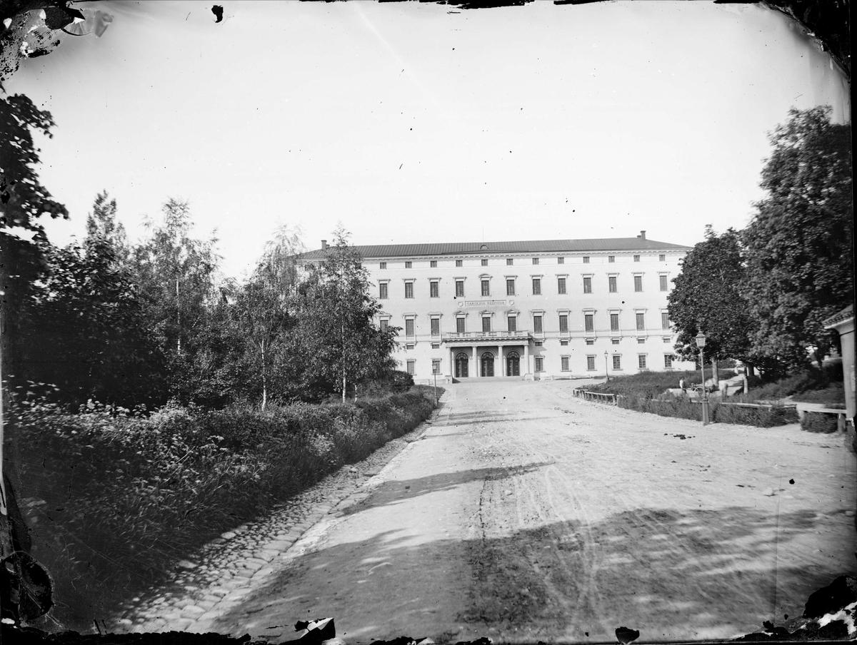 Uppsala universitetsbibliotek och Carolinabacken, Uppsala sannolikt 1860-tal