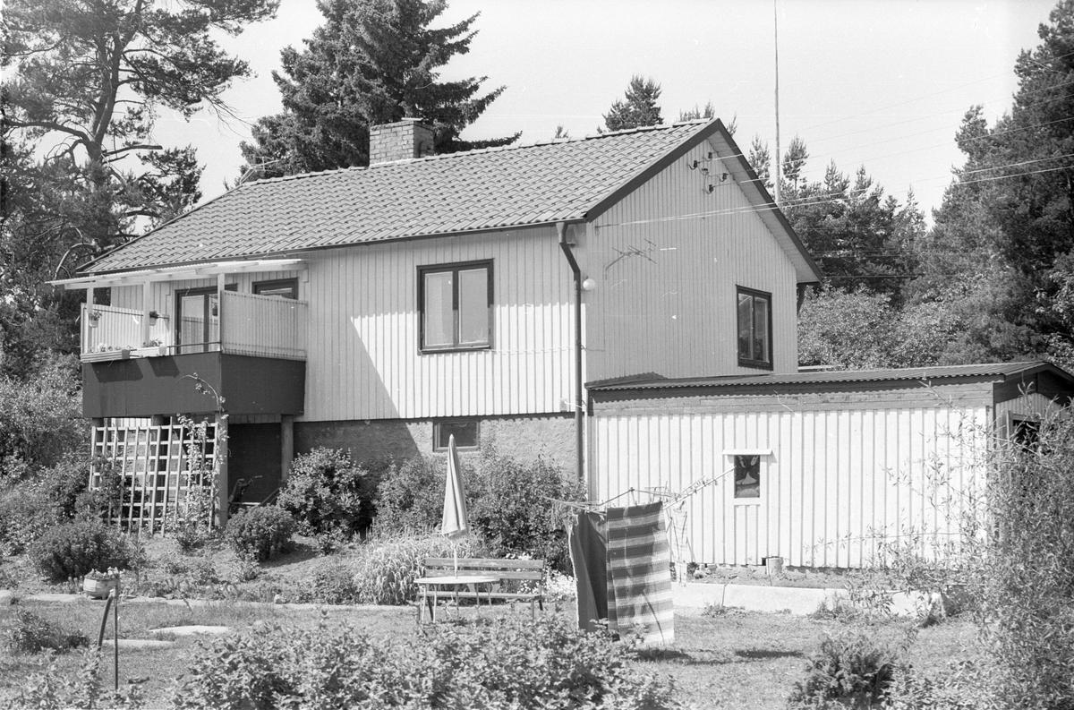 Bostadshus med garage, Österby 18:1, Läby socken, Uppland 1975