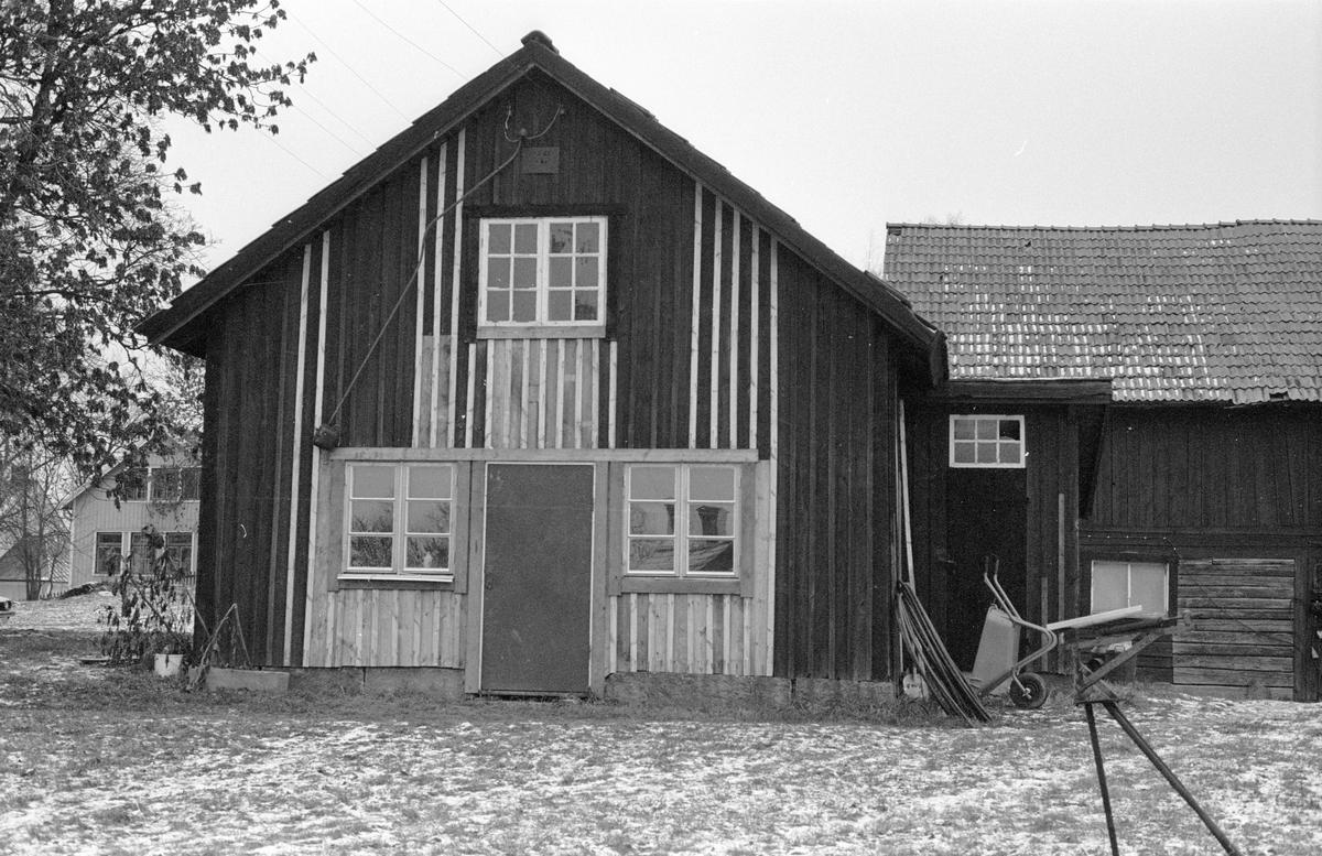 Garage (före detta hönshus), Hagby 1:5, Hagby, Hagby socken, Uppland 1985