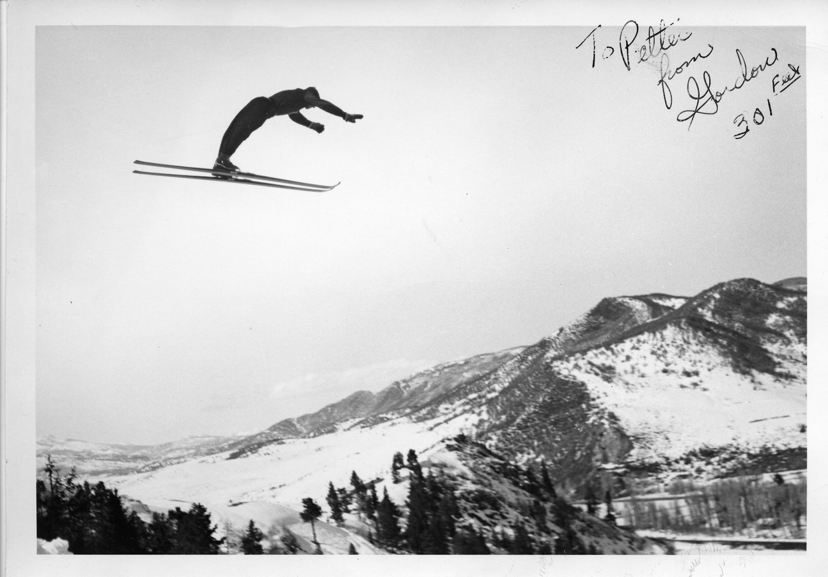 Petter Hugsted hopper i bakke i USA. Norwegan skijumper Petter Hugsted in action in the USA.