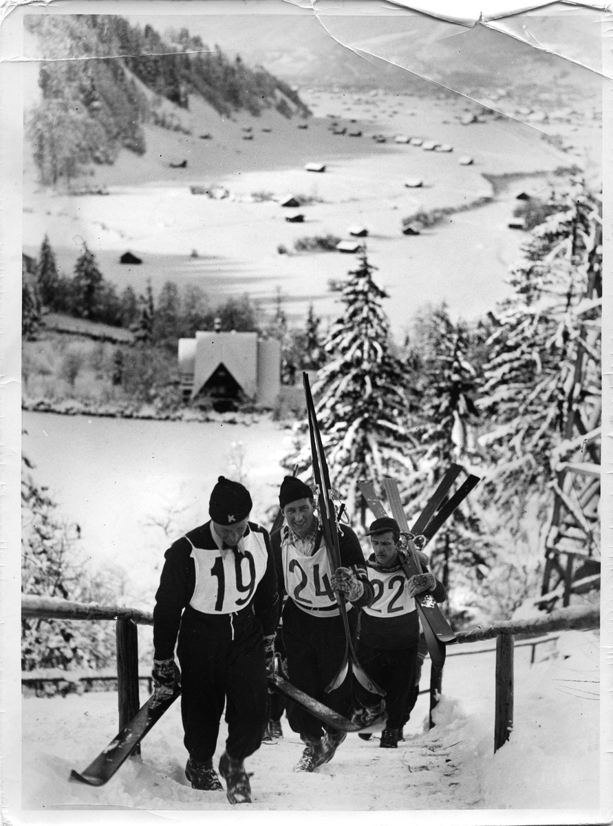 Birger Ruud og Reidar Andersen i Garmisch Partenkirchen 1936. Ski jumpers Birger Ruud and Reidar Andersen at Garmisch Partenkirchen 1936.