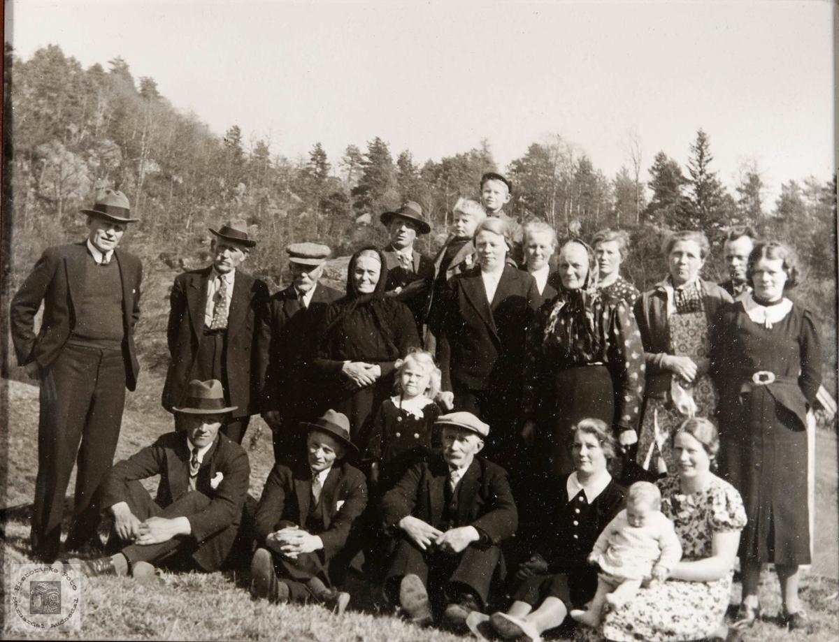 Familiesamling på Hauan, Birkeland i Konsmo.