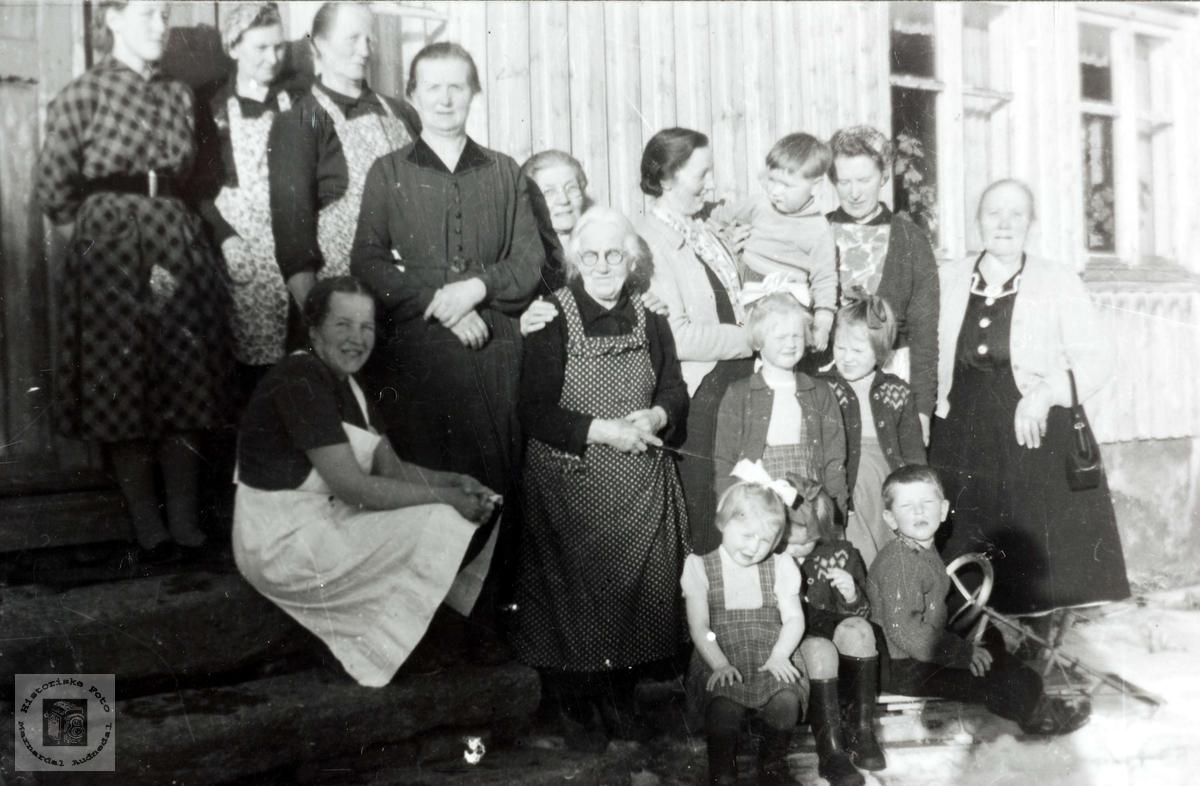 Kvinneforening på Ubostad i Grindheim.