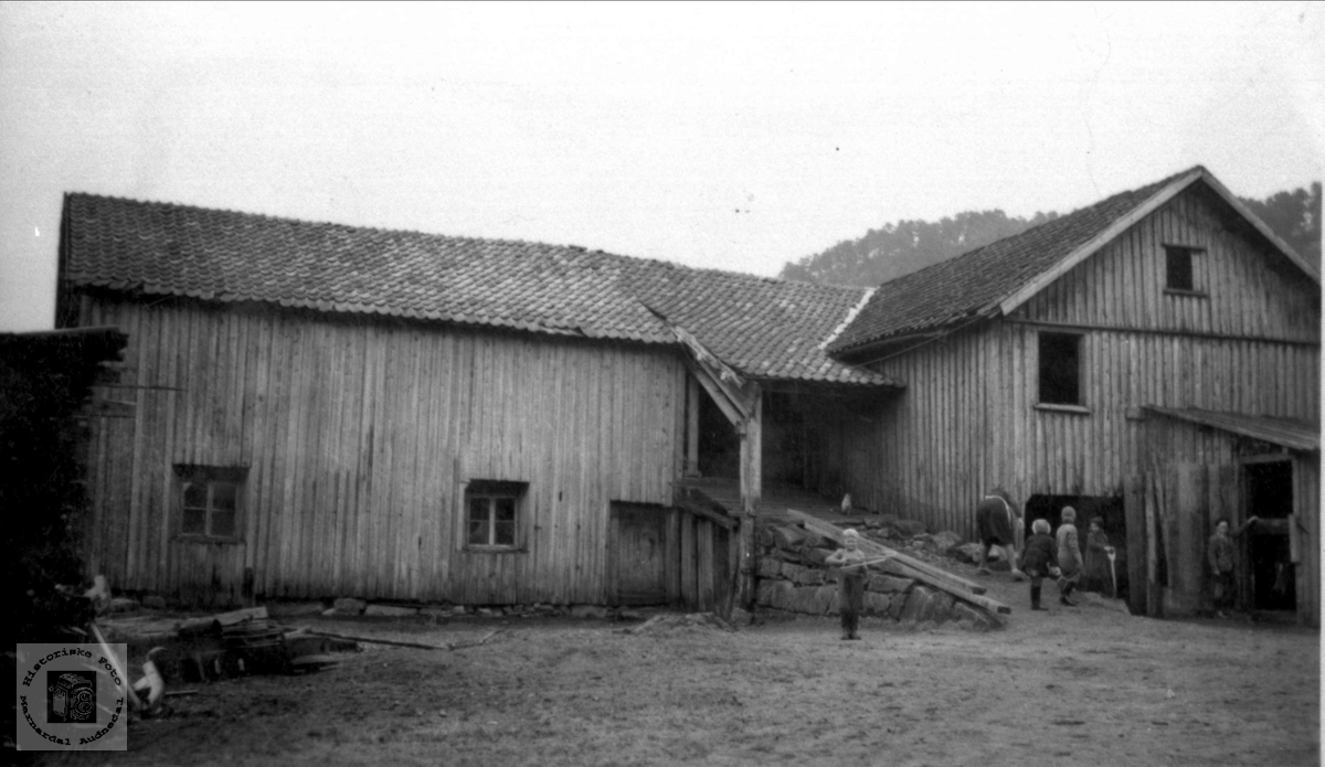 Gammel uthusbggning før riving på Volland, Høye