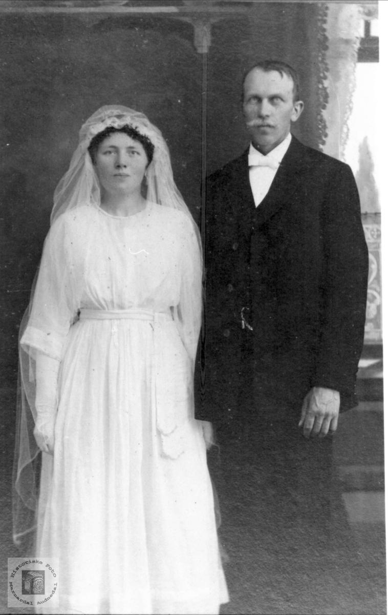 Portrett av brudeparet Sigrid og Syvert Øyslebø.