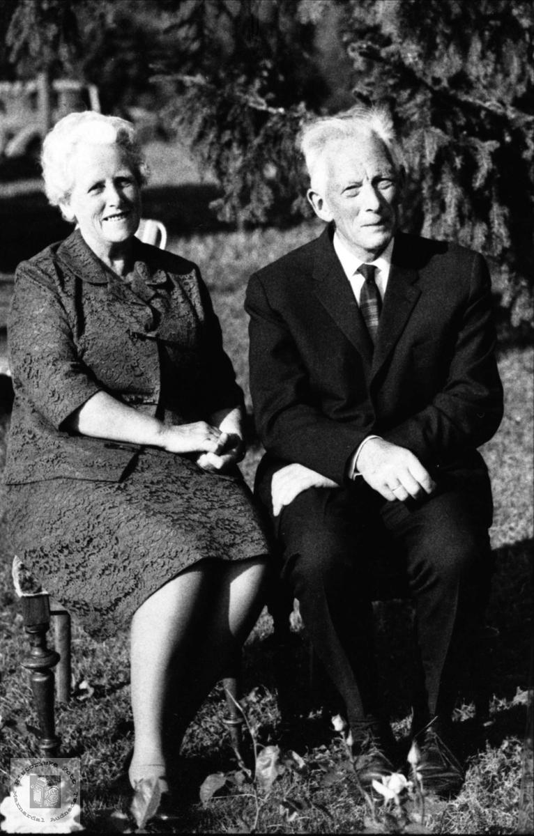 Ekteparet Berta og Bent Røiseland, Holum.