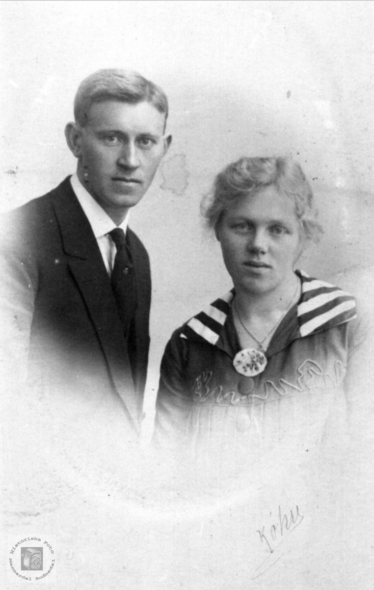 Ekteparet Martinius og Knudine Skjævesland, Øyslebø.