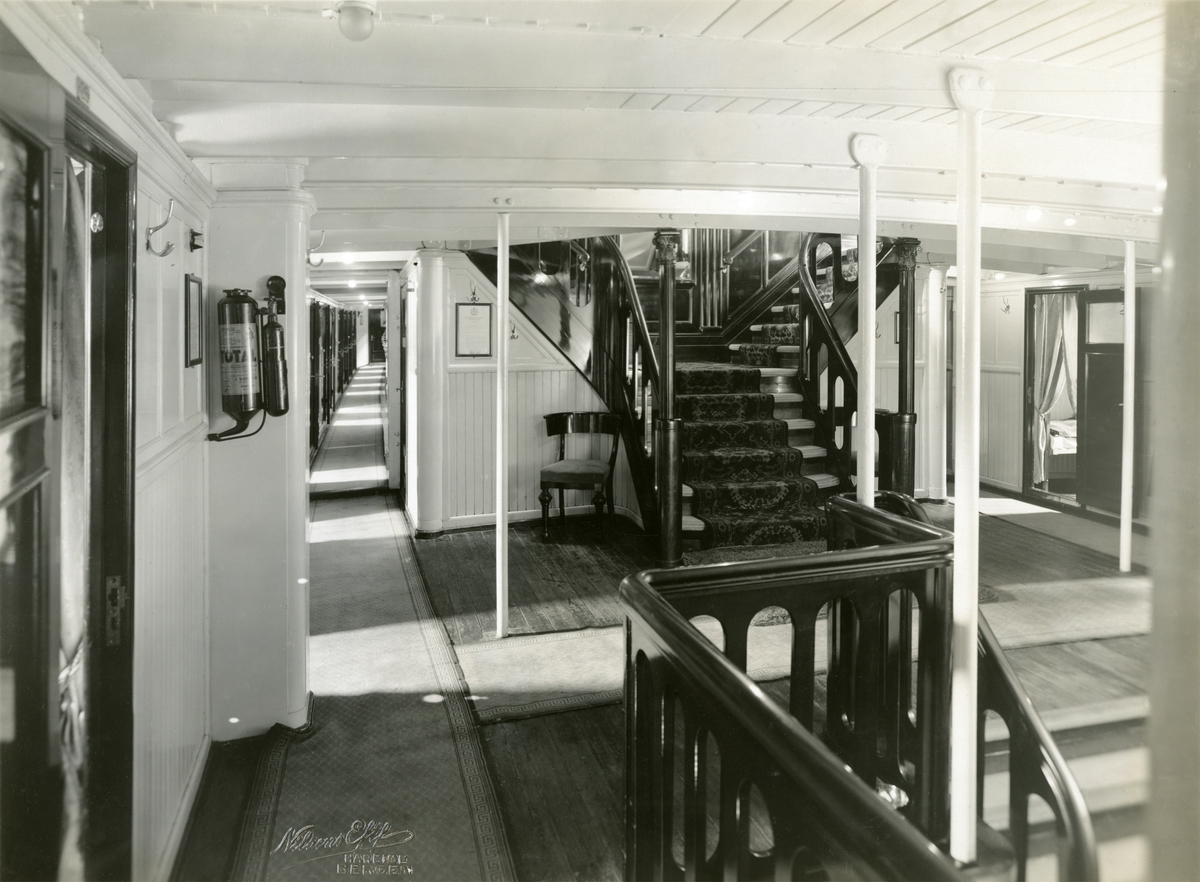 Lugarkorridor ombord D/S Dronning Maud