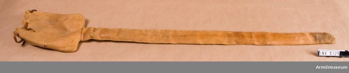 Bredd vid fästet 62 mm.  Samhörande nr är AM.5122-5125