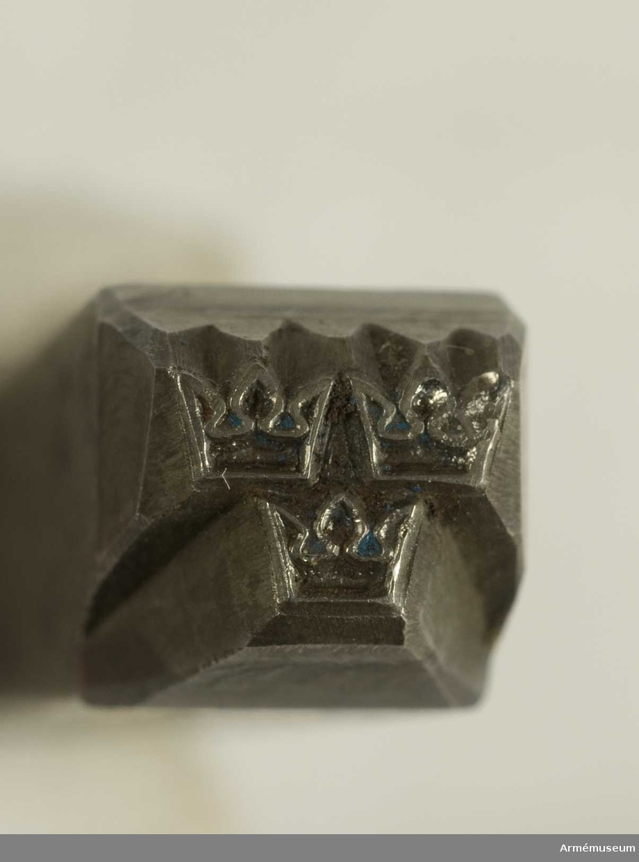 Stålstans A 1 (tre kronor).C:a 1950.Längd 100 mm. Bredd 12 x 12 mm.