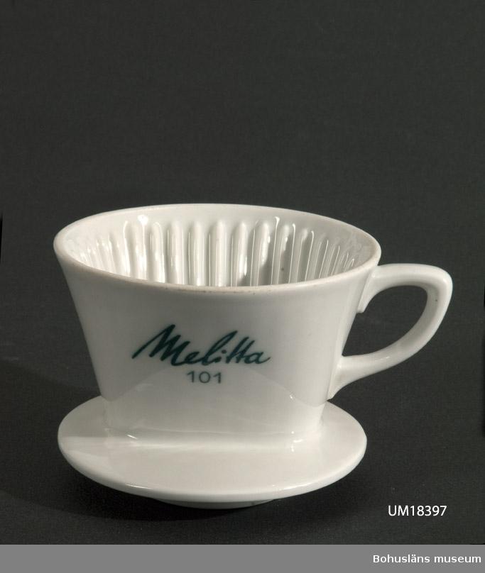 Bryggtratt för bryggning av kaffe; glaserad keramik. Avsedd för Melitta-filter.