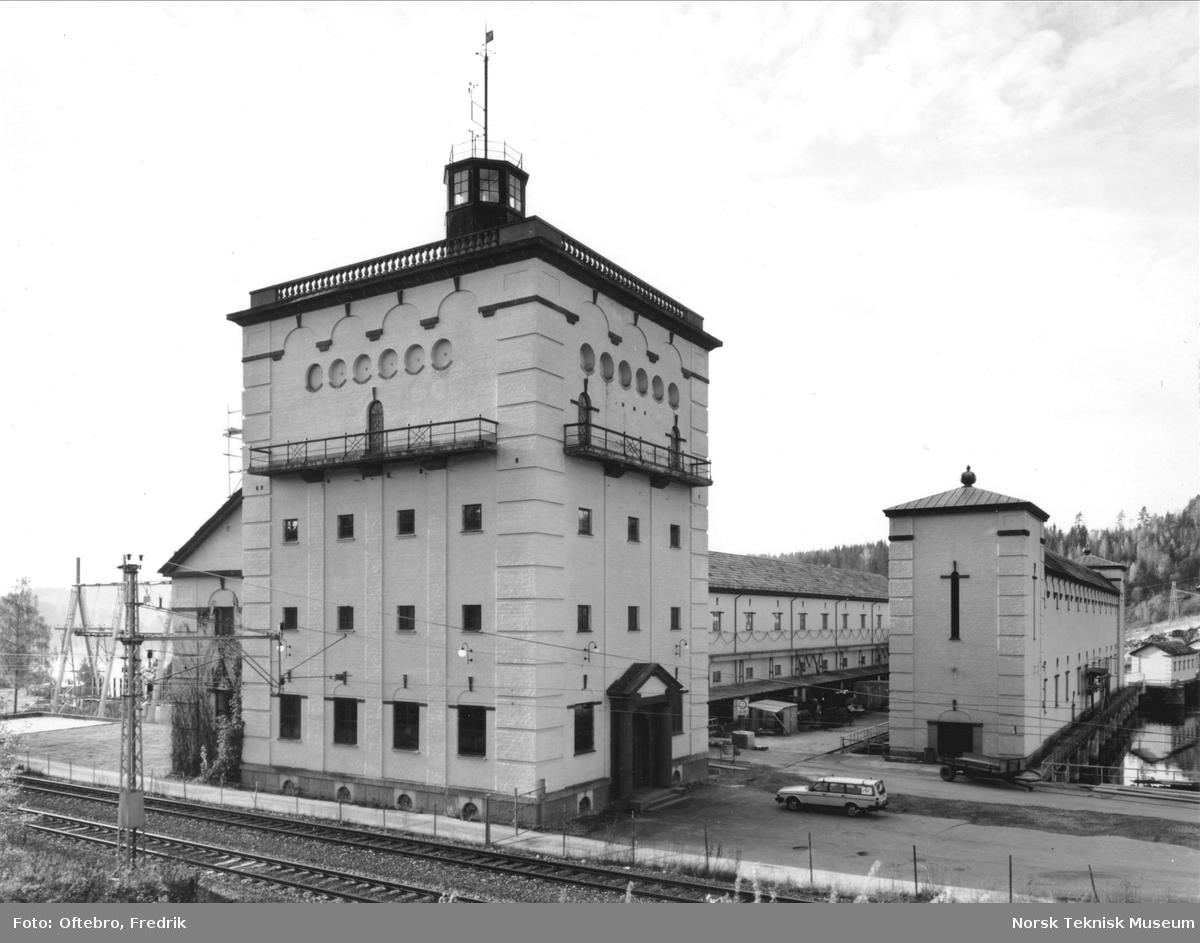 Raanaasfoss Kraftanlægg. Kraftstasjonen sett fra øst