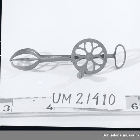 """594 Landskap BOHUSLÄN  Handdriven, vevpartiet gjutet. Märkt: """"DOVER PATTERN INPROVED"""".  UMFF 19:11"""