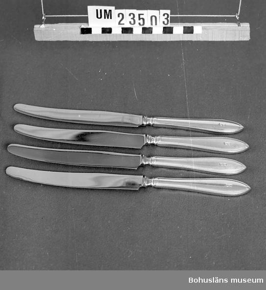 """471 Tillverkningstid 1920-1950 410 Mått/Vikt ! TJ0,7 CM 594 Landskap BOHUSLÄN  Svenska modellen. Skaft i nysilver med graverat """"B"""" (Bokströms), blad i rostfritt stål.  Neg nr. UM141:10"""