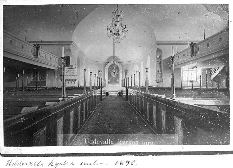 """Text på kortet: """"Uddevalla kyrka omkr. 1890. Uddevallas kyrkas inrre""""."""