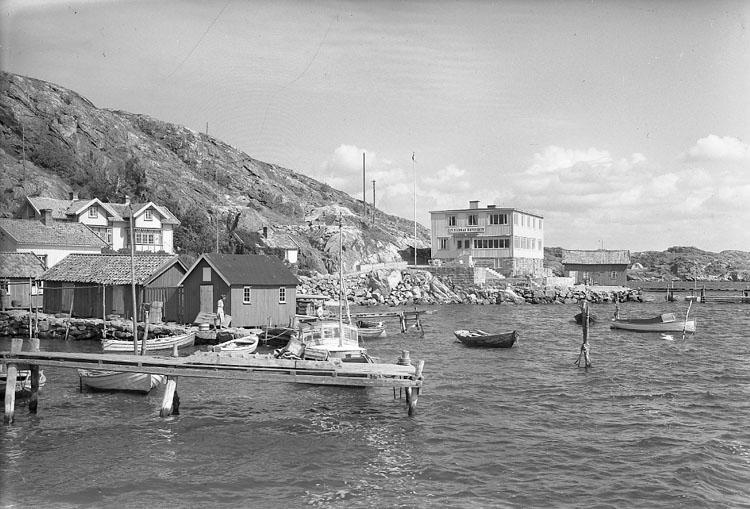 """Enligt AB Flygtrafik Bengtsfors: """"Rågårdsvik med pens. Havsviken Bohuslän""""."""