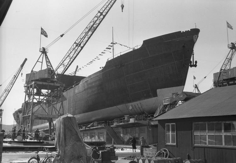 Inför dop och sjösättning av 135 M/T Wilana.