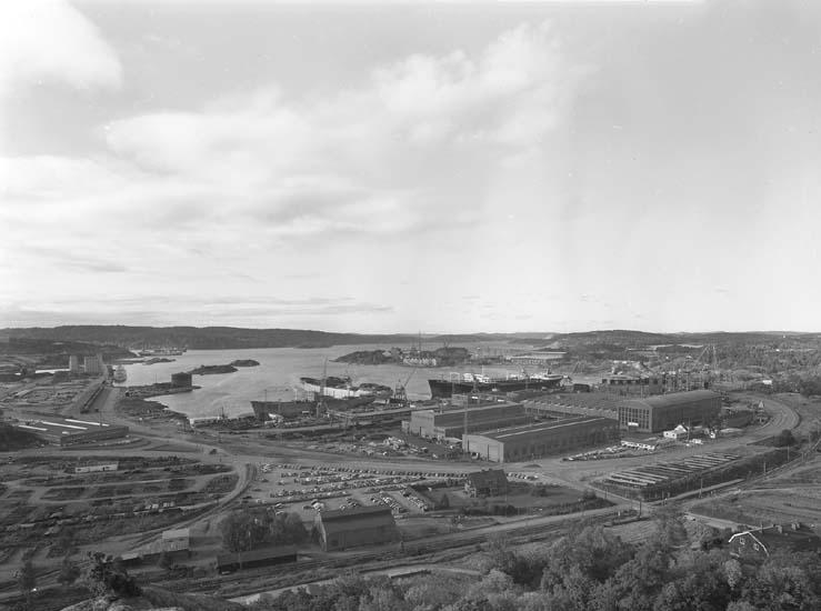 Vy från Brattåsberget mot hamnen mot söder.
