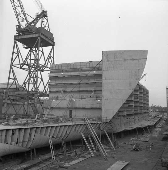 Fartyg 208 M/T Borwi på stapelbädden.