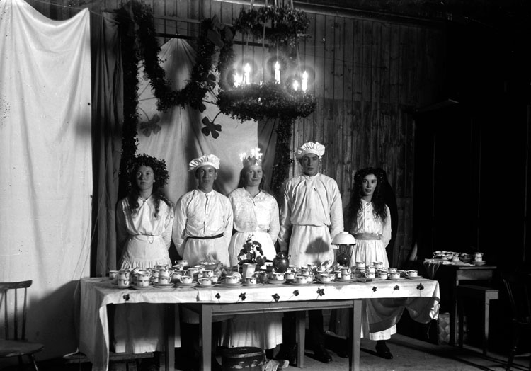 Lussekaffe uppdukat i Skredsviks skola år 1917