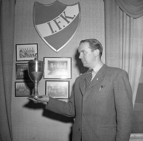 "Enligt notering: ""Kamraternas Pojkcup 22/5 1947""."