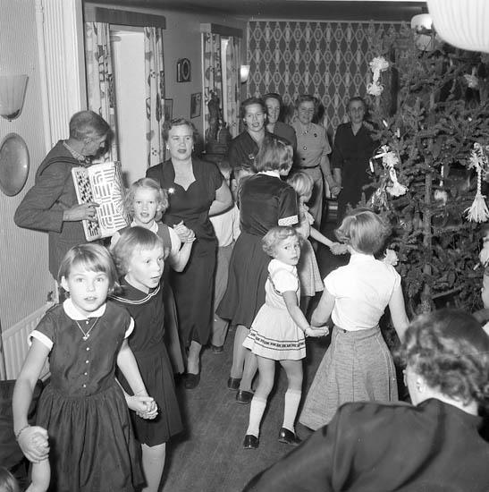 """Enligt notering: """"Västgöta gilles Luciafest U-a jan 1956""""."""
