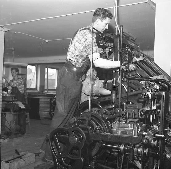 """Enligt notering: """"Tryckmaskinten flyttas på BN påskafton 31-3-1956""""."""
