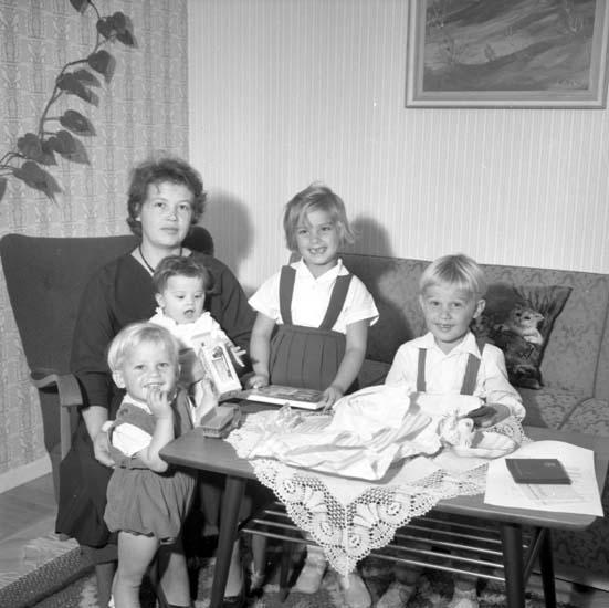 """Enligt notering: """"Överlämnande av penninggåva till Dahlqvist d 26/9 -58""""."""