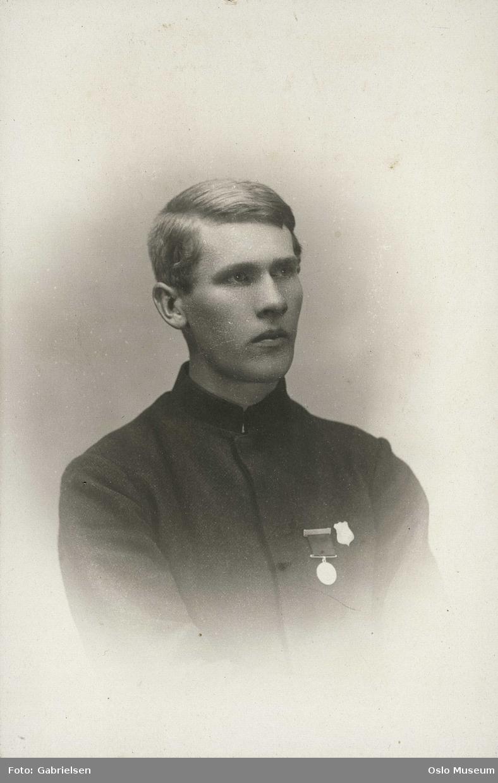 portrett, mann, skiløper, uniform, medaljer, vignettert brystbilde