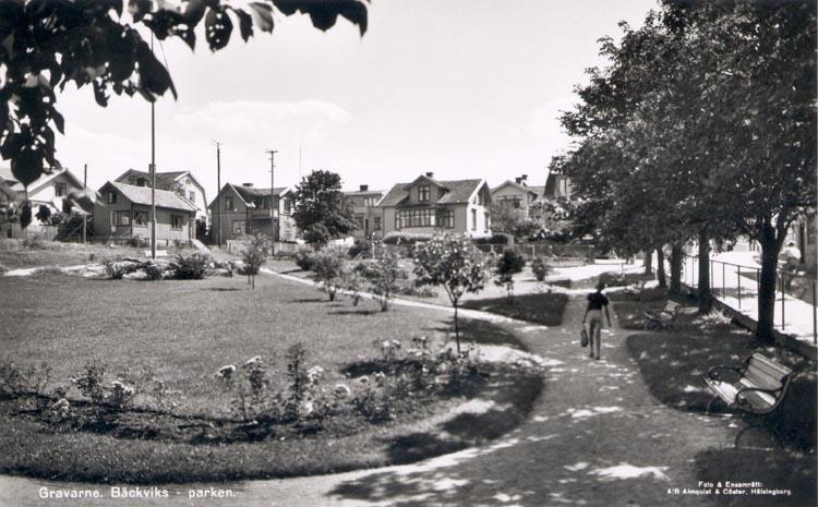 """Tryckt text på kortet: """"Gravarne. Bäckeviksparken"""". Noterat på kortet: """"Början av 1950- talet""""."""