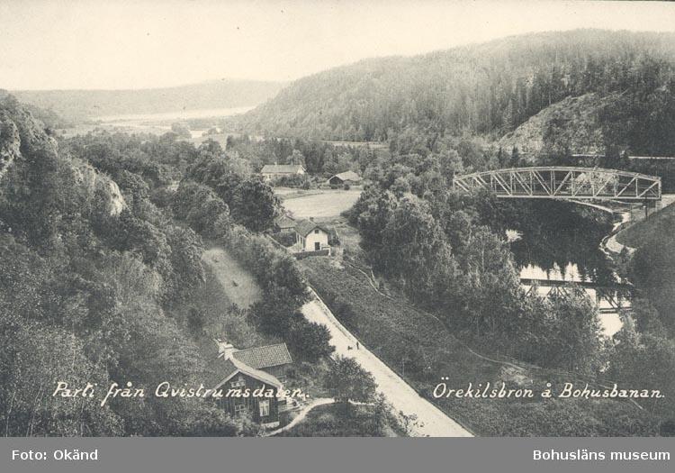 """Tryckt text på kortet: """"Parti från Qvistrumsdalen. Örekilsbron å Bohusbanan""""."""
