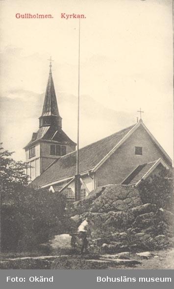 """Tryckt text på kortet: """"Gullholmen. Kyrkan"""".      ::"""