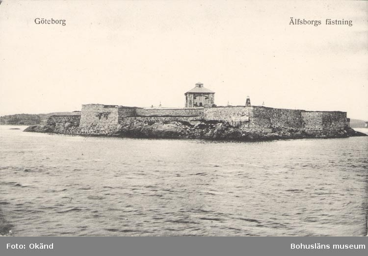 """Tryckt text på kortet: """"Göteborg. Älvsborgs Fästning"""". """"FÖRLAG: AKTIEBOLAGET GÖTEBORGS KONSTFÖRLAG. 81""""."""