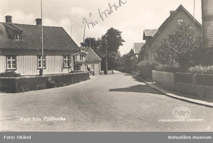 """Tryckt text på kortet: """"Parti från Fjellbacka"""". """"Förlag: Hildur Josefson"""""""
